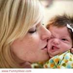 gambar bayi di cium lucu