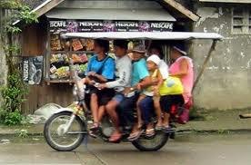 gambar lucu motor keluarga