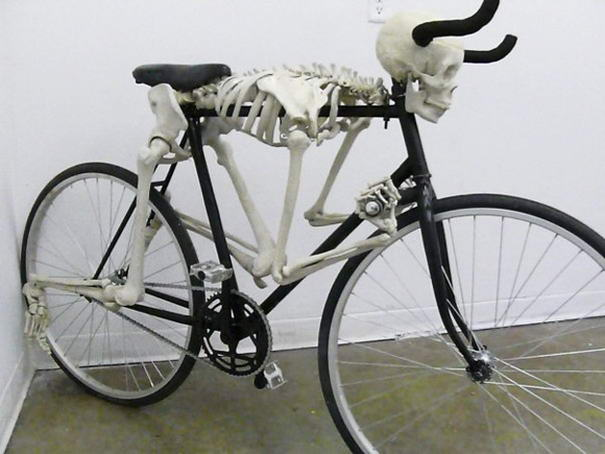 gambar sepeda tengkorak yang unik
