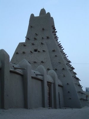 benteng pertahanan dari tanah