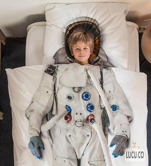 gambar unik kasur astronot