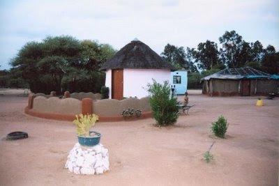 rumah kecil dari tanah