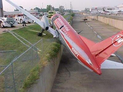 Gambar Pesawat Jatuh Lucu