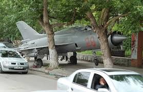 Pesawat Tempur Jatuh Di Jalan