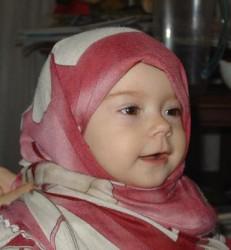 Gambar Cute Bayi Memakai Kerudung Yang Menggemaskan