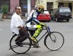 Koleksi Gambar Lucu Orang Tua Dan Anak Naik Sepeda Motor