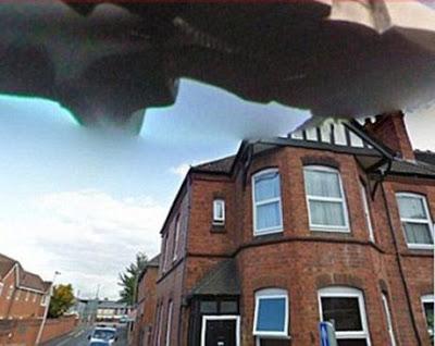 gambar aneh google street view pesawat