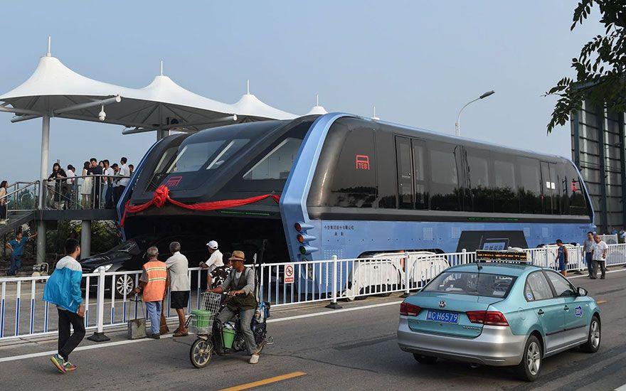 Wow, Cina Buat Bis Super Tinggi Untuk Mengatasi Kemacetan