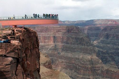 Keren, Skywalk Paling Spektakuler di Seluruh Dunia