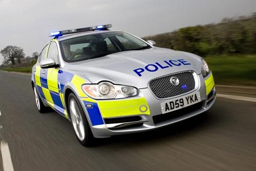 Siapa Bilang Mobil Polisi Gitu-Gitu Aja, Ini Dia Mobil Polisi Super Keren!