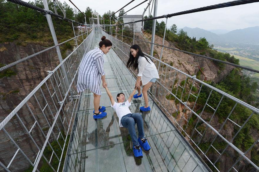 Jembatan Kaca Terpanjang di Dunia, Siapa Berani?
