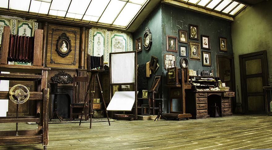 Keren, Miniatur Studio Foto Ini Dibuat Detail dan Hampir Mirip dengan Aslinya Loh!
