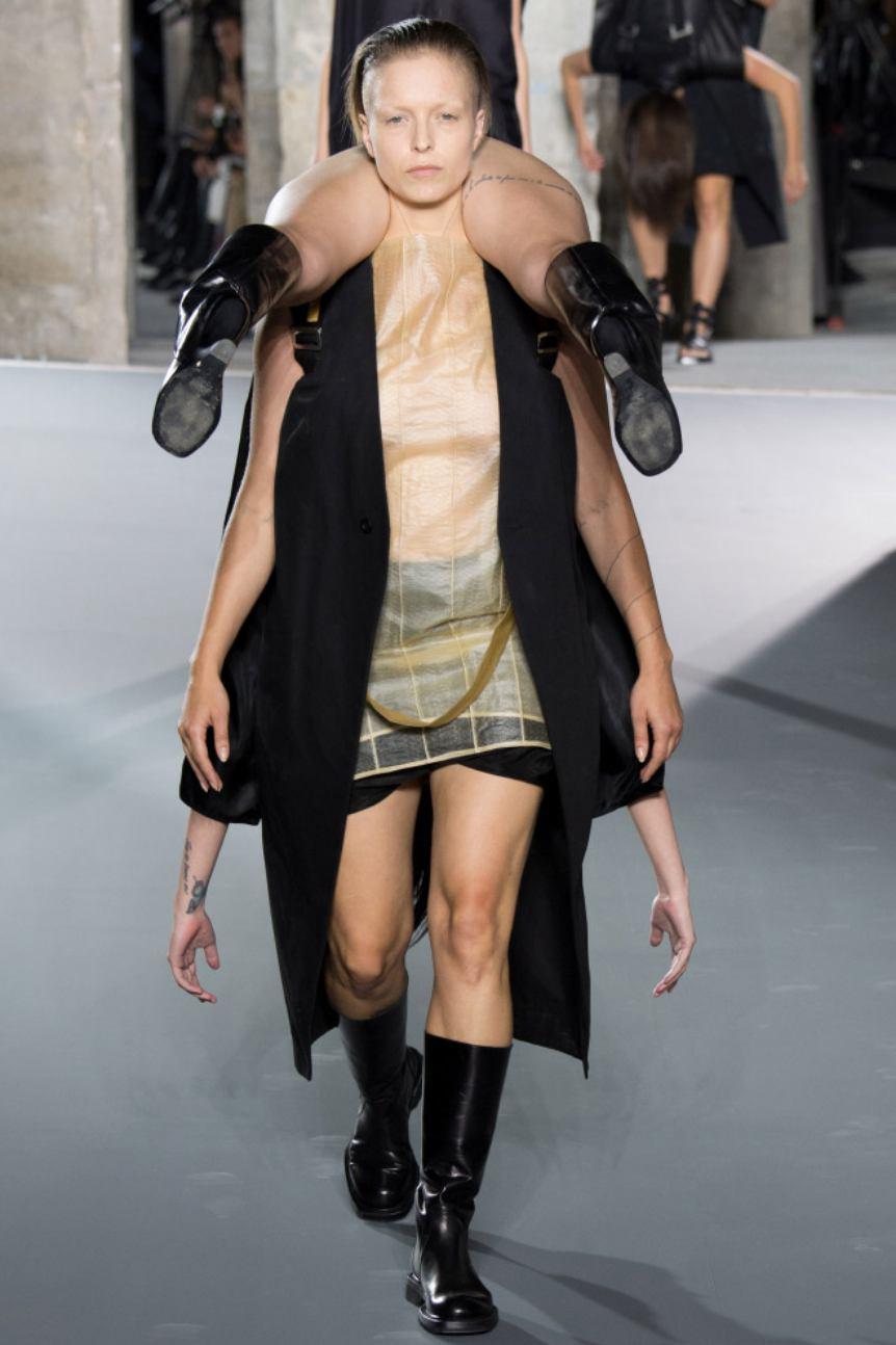 Saat Paris Fashion Week Nggak Seperti yang Kita Bayangkan, Ternyata Ada Kocaknya Juga