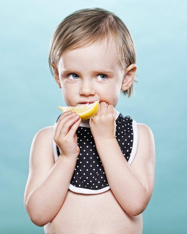 bayi makan lemon 5