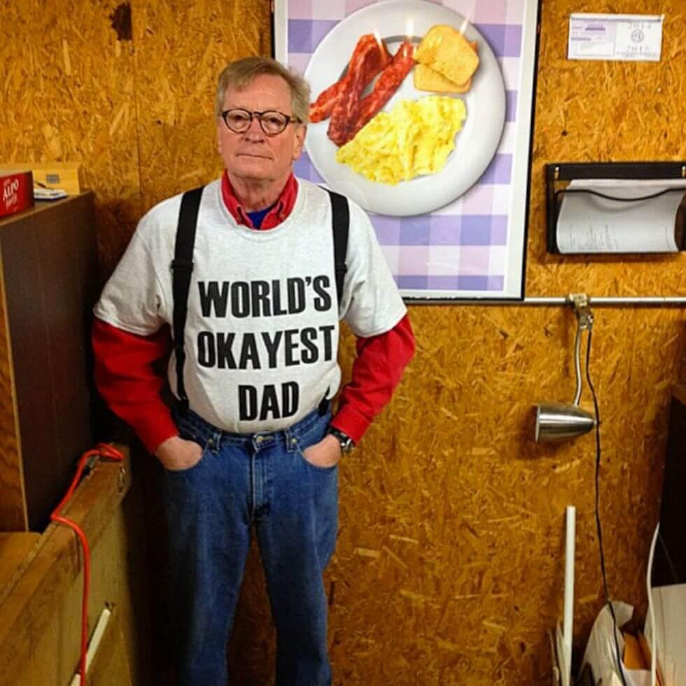 Kita Intip Yuk Gaya Fashion Kocak Bapak-Bapak Super Gaul Berikut